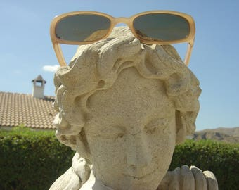 James Dean..Designer Sunglasses....Light Creamy Brown with Good lenses....A very cool and Chic look.