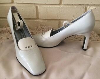 "Vintage ladies Shoes,Charles Jourdan Dress shoes,size 71/2 N,3"" Heels, Vintage Shoes, Charles Jourdan Shoes,Home and Living,Ladies shoes."