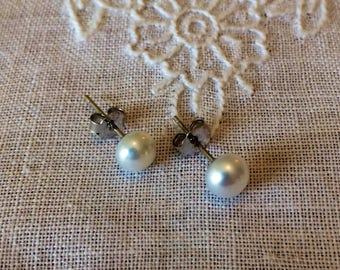 Beautiful 6 mm Pearl Stud Earrings .925 Sterling Silver Posts