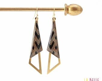 Earrings are made of resinees black graphic pattern