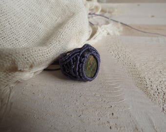 Lila macrame ring with Unakita, purpule, eye chakra, healing stone
