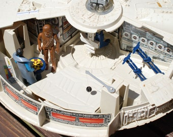 Vintage Star Wars Millennium Falcon and 2 Action Figures by Kenner