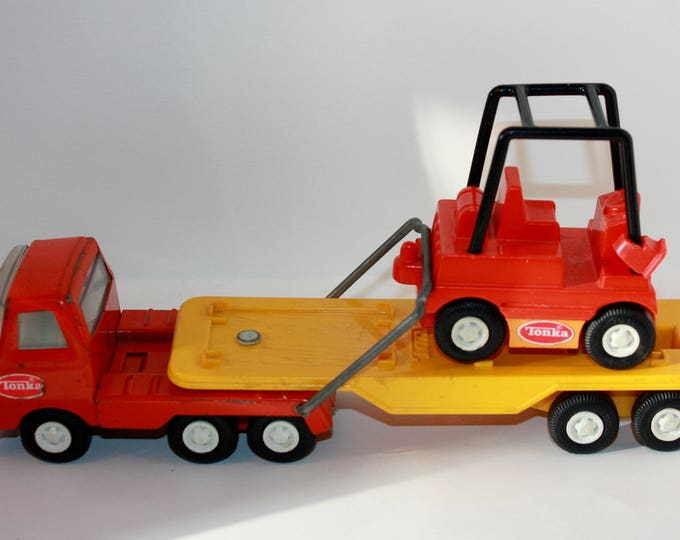 Vintage Tonka Toy Semi Truck and Trailer Pressed Steel 1970's
