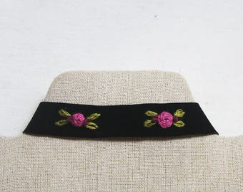 Velvet Choker with roses embroidered