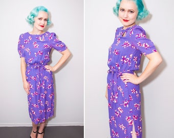 70's Does 40's Style Purple Floral Print Wiggle Dress With Keyhole Neckline | Size XS