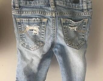 Toddler Girl distressed capri jeans size 5T