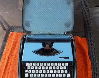 Vintage Working Argyle P201 Type Writer  Portable  Retro styled with original Case Repurpose home Office  Made in Japan