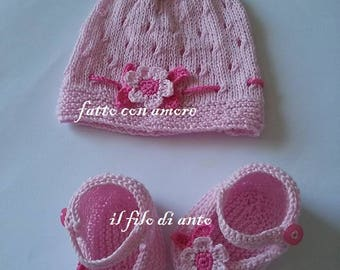 Complete baby girl with Pink Hat and booties with flower and leaves