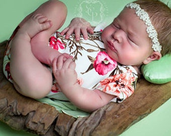 Photography Prop,Newborn/Sitter sizes,Stretch,Romper/Body Suit,Ivory Floral,Great for Cake Smash Photo Shoot,,Made in the UK,Handmade by me,