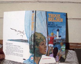 Trixie Belden #13 Mystery on Cobbett's Island, by Kathryn Kenny. Vintage 1971 edition