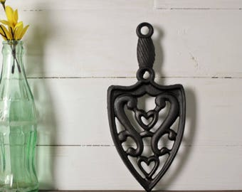 Cast Iron Trivet, Heart Trivet, Sad Iron Trivet, Farmhouse Kitchen Decor, Hot Plate, Rustic Decor, Vintage Kitchen Decor