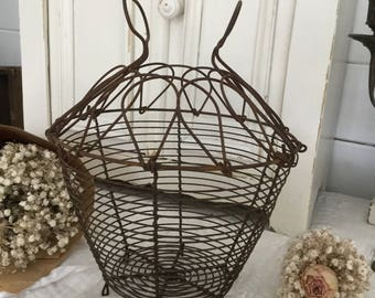 Ancient basket/cosy with Crown, Fil de Fer, shabby
