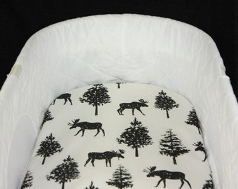 Bassinet Sheet - Organic Watercolor Black Moose - Moses basket sheet