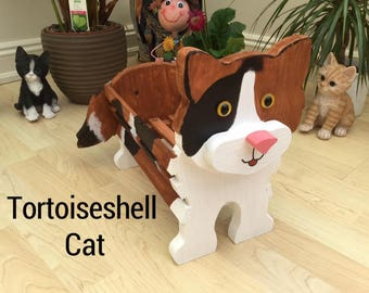 TORTOISESHELL cat wooden garden planter