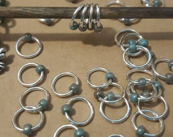 15 Stitch Markers, Silver with Turquoise Bead / Snagless Round Metal