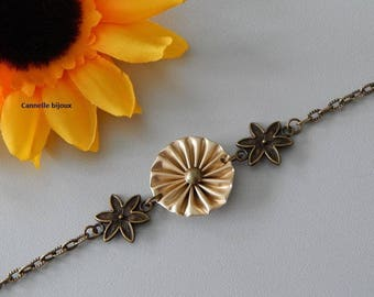 Bracelet chain bronze Pale gold pleated flower and bronze flower connectors with capsules