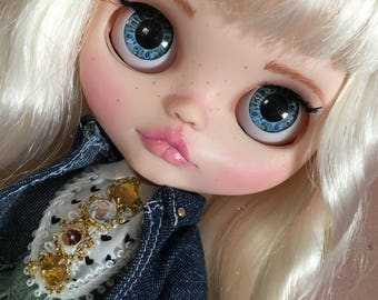 Custom Blythe Dolls For Sale by SOFIA... doll, doll blythe, custon factori, with outfis of additional gift... handmade by my... one sweety doll