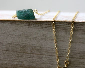raw crystals necklace,gold filled neckace,gift for crhistimas,apatite necklace,green stone necklace,dainty necklace,gift ideas,gift for mom