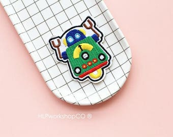 ROBOT -- Handmade Embroidered Patch Brooches Pins/Fabric Badge/Iron-On Patches/Machine/AI/Man
