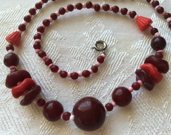 Antique red glass beads necklace Art Deco or War Era Very Nice Condition!