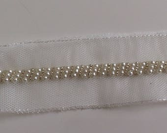 Embroidered lace 4 cm wide with Ribbon bead