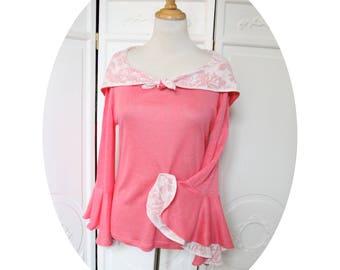 Top has hood in pink linen jersey, pagoda sleeves top in pink linen, sleeves three quarter, pink, linen top has coral pink hood