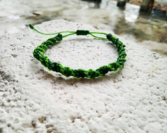 Macrame bracelet in spiral optics