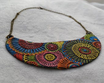 Delicate embroidered necklace - Firework