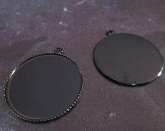 a pretty black stand pendant 25mm cabochon