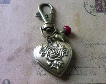 Medallion Keychain ~ roses heart ~.
