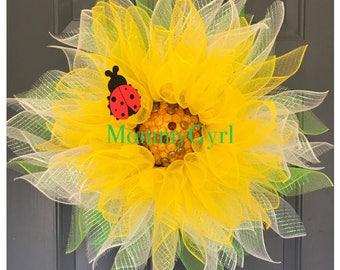 Daisy Flower with Ladybug Deco Mesh Wreath
