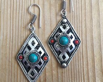 Infinity earrings with stone