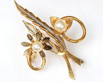 Brooch, Vintage Gold Plated Flower Brooch, Crochet Flower pin, Scarf pin, Lapel pin, Hat brooch, Fashion Brooches, Pearl and Gold Brooch