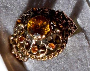 Vintage beauty! Solid 18K gold rare color change yellow sapphire Thai princess harem ring 4.8 gr.