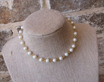 pearl chain choker with a clasp