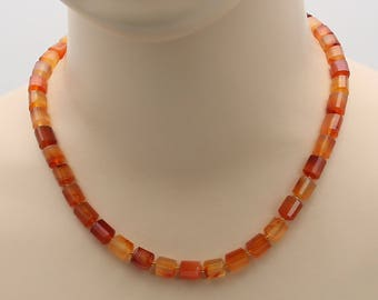 Carnelian to faceted form of roller chain