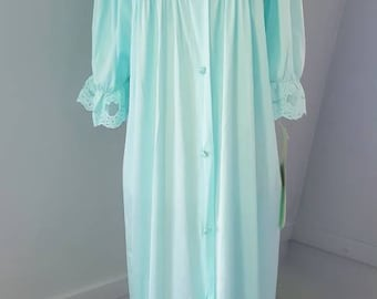 Vintage 1960 lingerie. Dead stock vintage 60s vanity fair robe with original tags Size medium