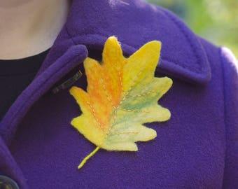 Felt Leaf Brooch Womens Brooch Oak leaf Brooch Oak Pin Fall forest Jewelry Gift for Aunt Gift for Teacher Unique Brooch Gift for Naturalist