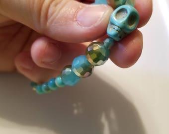 Skull beaded bracelet in blue
