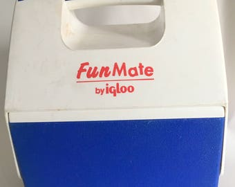Free Shipping!  Personal Lunch Cooler for One Vintage Fun Mate 1996 USA 2.5 Qt Blue Igloo FunMate