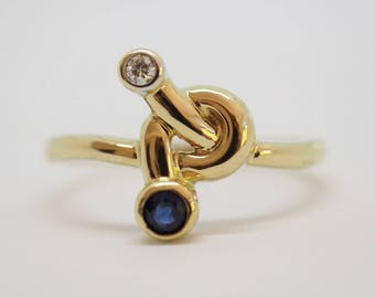 Beautiful yellow gold ring with a diamond and Sapphire 14 K