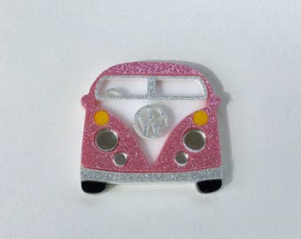 Day Tripper Brooch - Pink