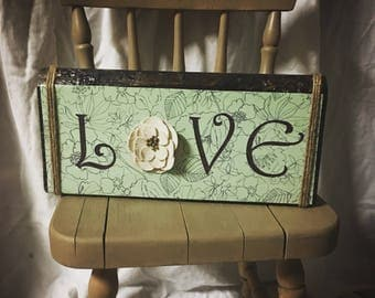Wood Sign, Love with fabric flower