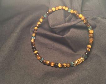 Accent bracelet. Small tiger-eye gemstones and Swarovski