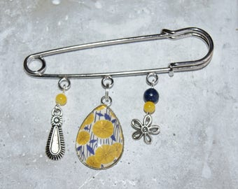 Wild flowers and cabochon safety pin brooch