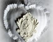 Coussin de porte coeur parfumé en linge ancien