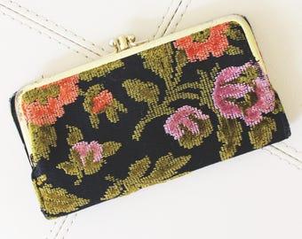 Vintage 90s Floral Textured Kiss Lock Wallet