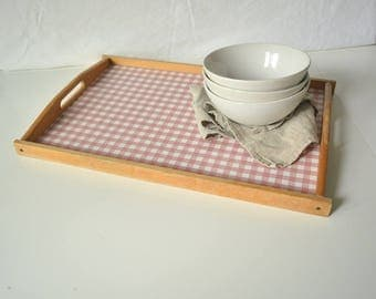 Vintage Holztablett mit rot-weiss kariertem Muster  - Food Styling & Photography Prop