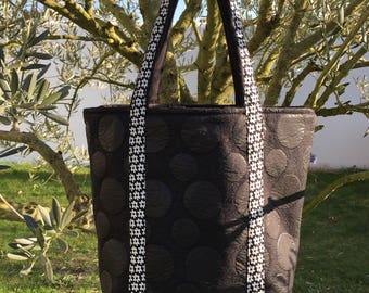 Polyester and round black vinyl tote bag. Double cotton
