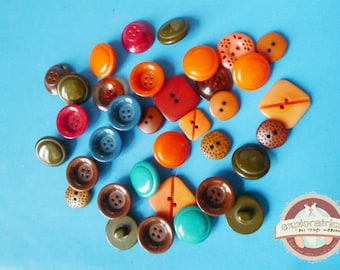 34 round geometric orange pink Brown green fancy buttons